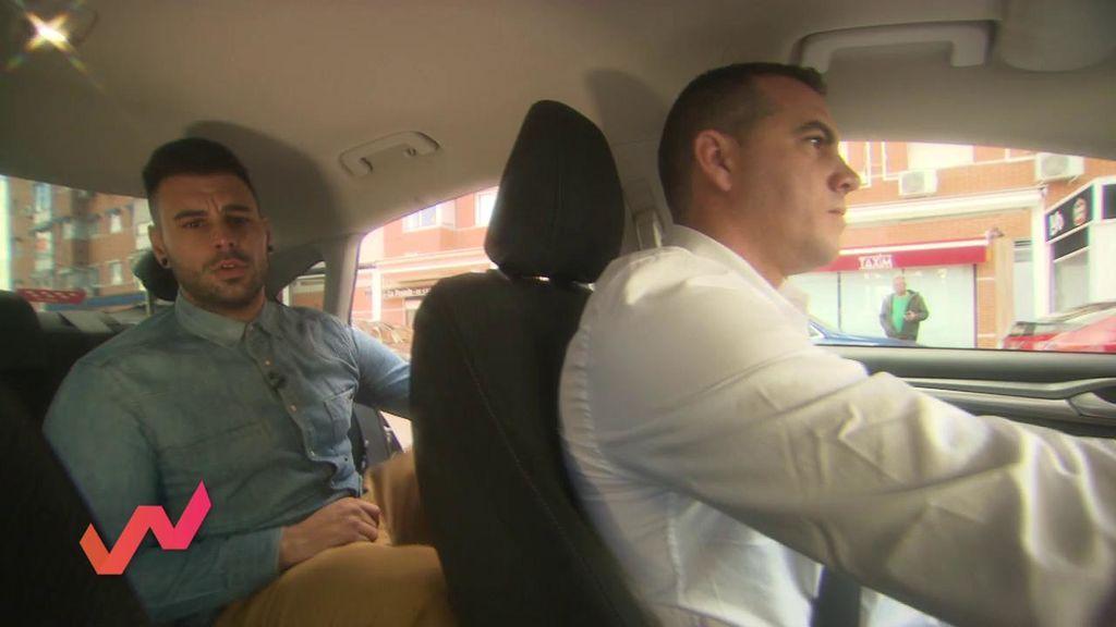 Montamos a un taxista en un coche VTC y la conversación se acalora