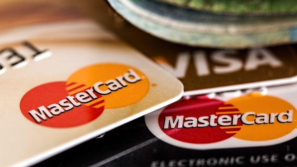 Detenida al reclamar el premio de un billete de lotería que compró con una tarjeta robada