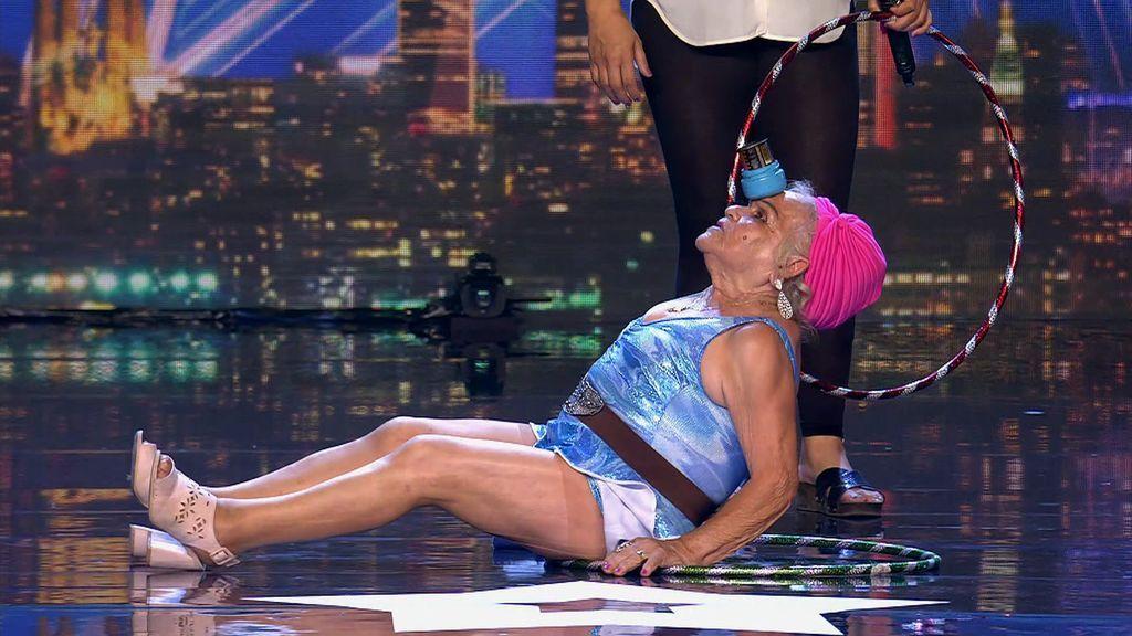 El arte y vitalidad de Jennifer, de 86 años, conquistan a Ronchito y al resto del jurado