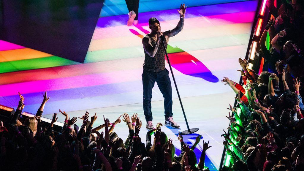 La camiseta de Adam Levine en la Superbowl tiene truco: ¿de qué está hecha?
