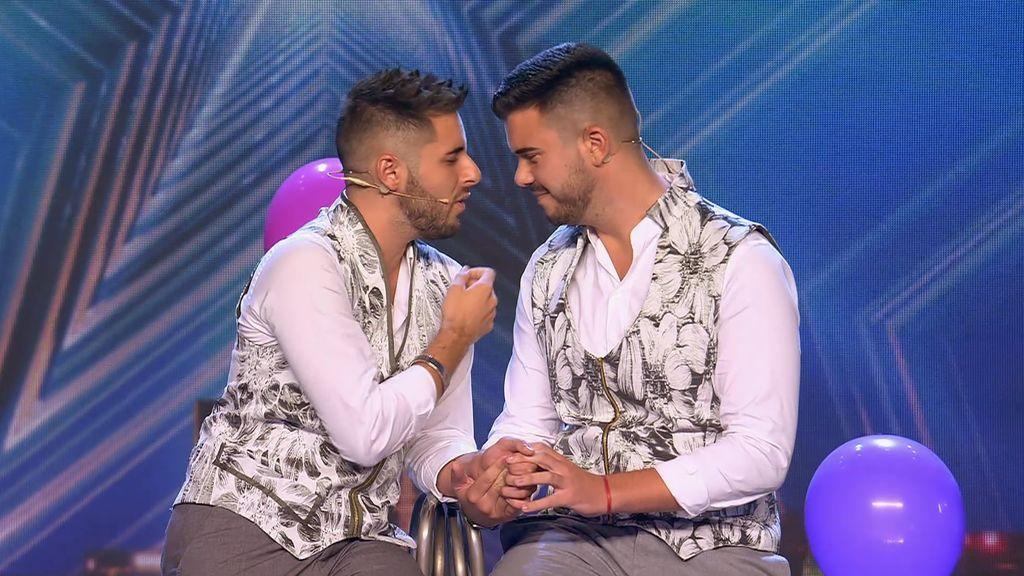 """¡Por el amor y la libertad! La actuación de Adrián y David toca el corazón de Eva: """"Gracias por compartir algo tan íntimo"""""""