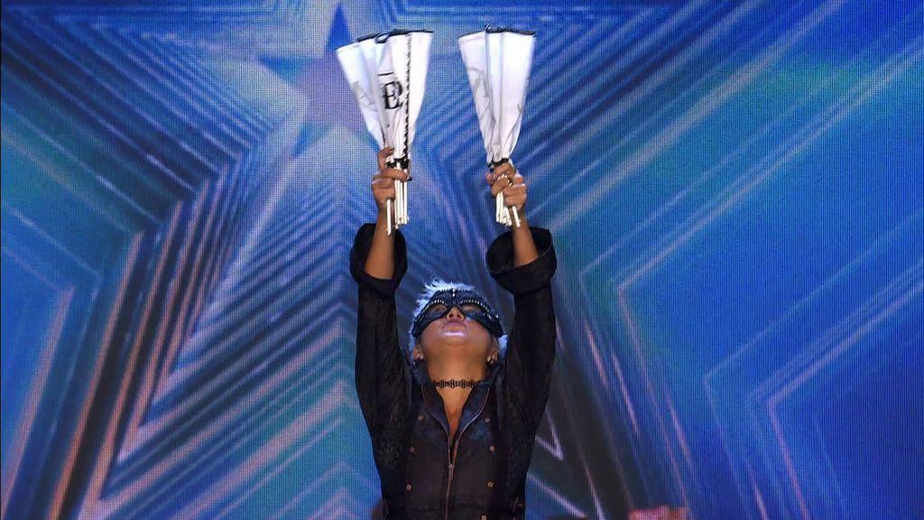 """'Sacri Fan Dancer' y sus abanicos hacen """"la actuación más corta de la historia de 'Got Talent"""""""