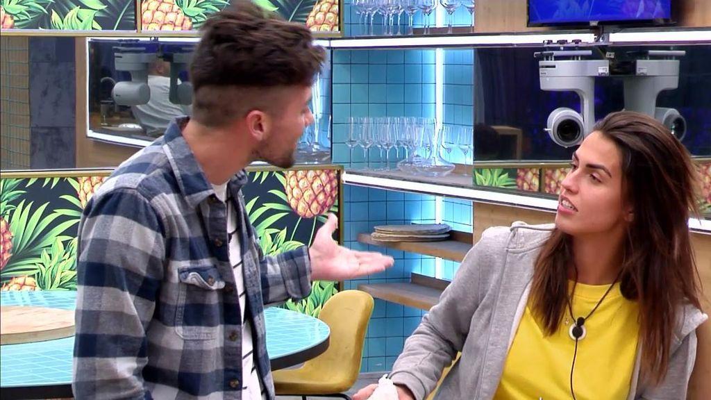 Sofía le pega una colleja a Alejandro y él explota