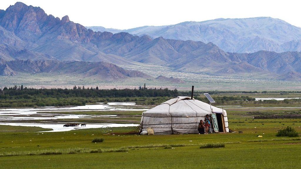 Envían a los niños al campo para que no respiren aire contaminado en Mongolia