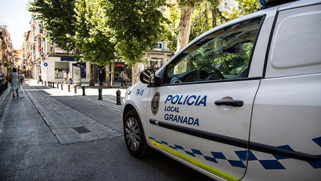 Detienen a tres hombres sospechosos de agredir sexualmente a dos menores en un pub de Granada