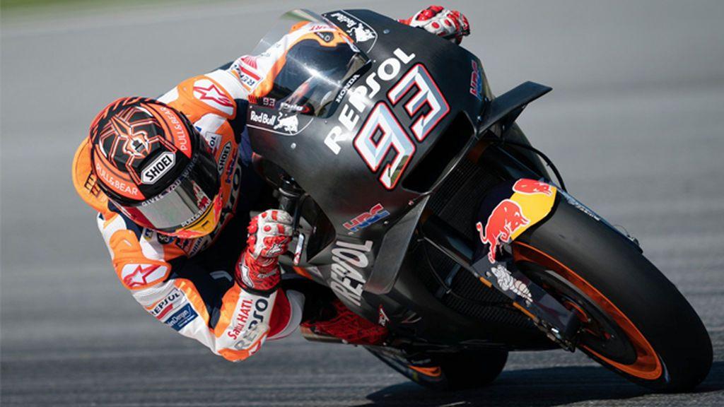 Márquez olvida su lesión y lidera el primer día de test de MotoGP en Sepang
