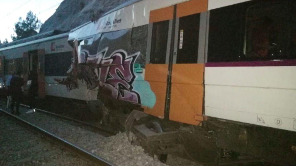 """Choque mortal entre dos trenes en Barcelona: """"Hemos salido volando, han empezado a sacar gente con piernas rotas"""""""