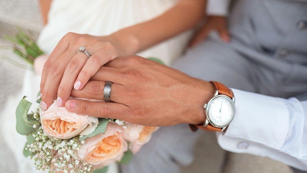 Matrimonio efímero: se casan y se divorcian tres minutos después