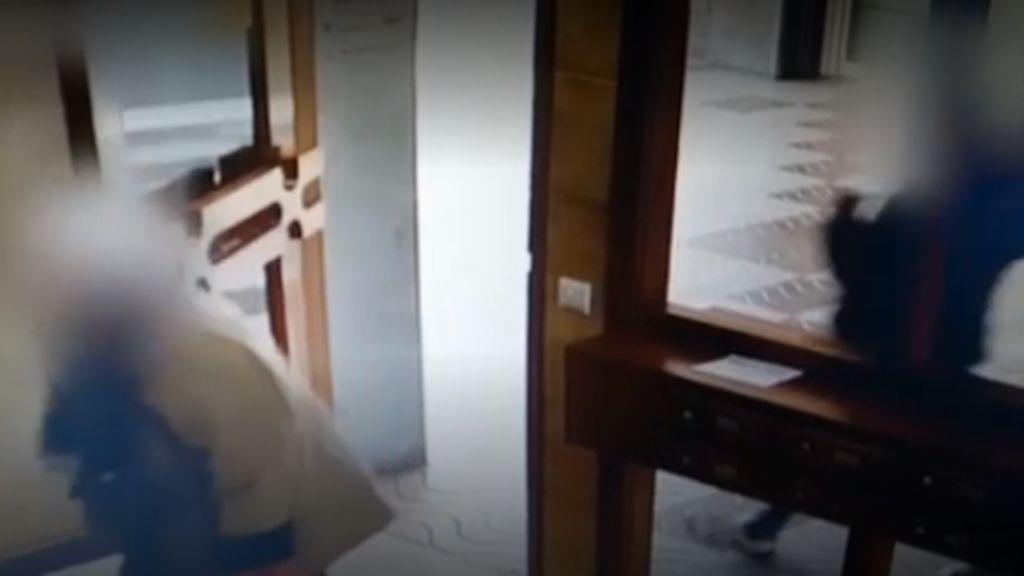 Otra anciana víctima de un atraco en el portal en Gerona: qué hacer para evitarlo