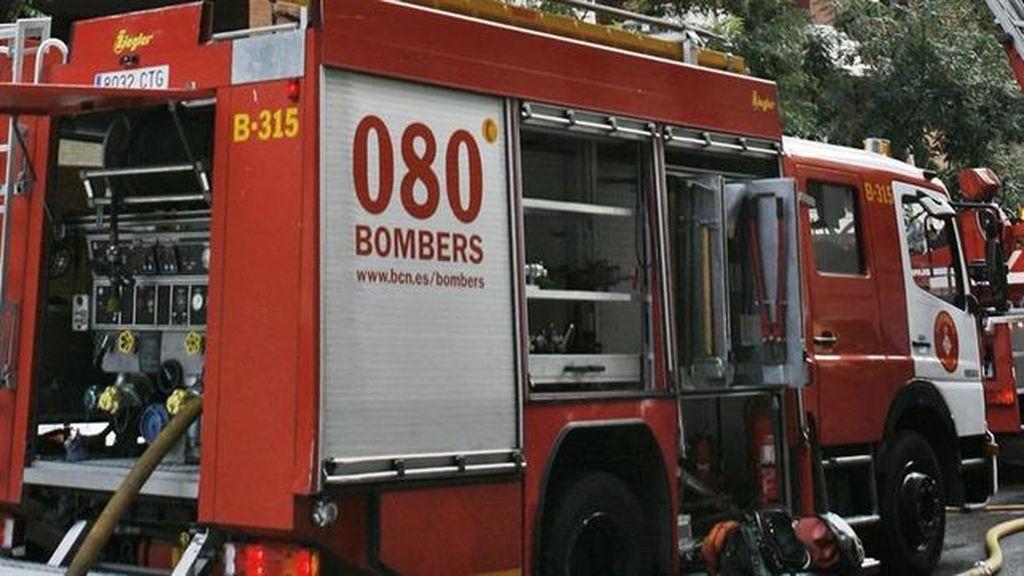 Muere un obrero al caer una grúa de una obra en Barcelona