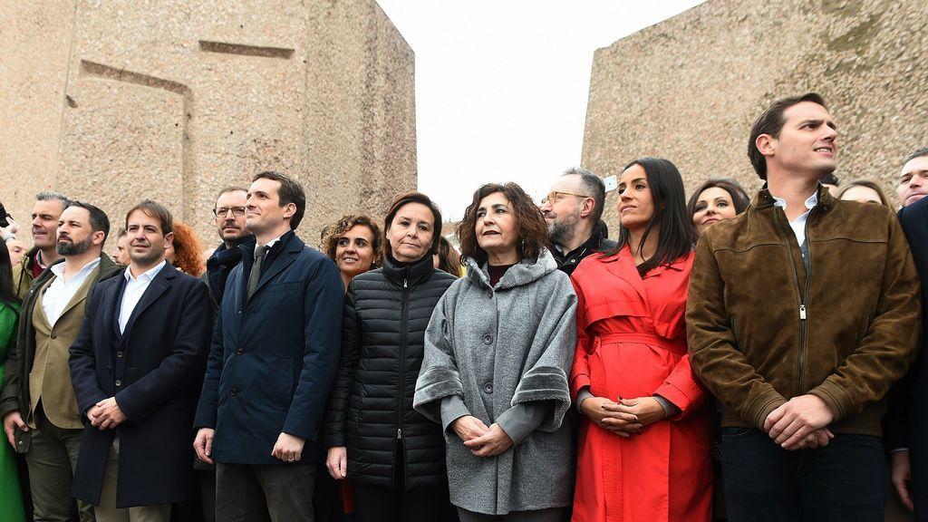 Abascal, Casado y Rivera, la foto final de la concentración contra Sánchez