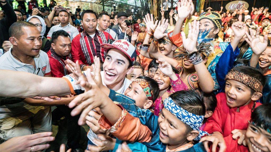 Márquez, en estado puro: Así lo da todo bailando el 'Despacito' de Luis Fonsi en Indonesia