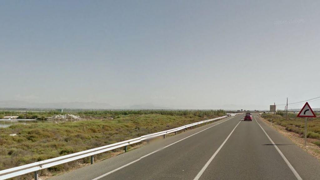 Un fallecido y tres heridos tras colisionar dos coches y dos motos en Santa Pola (Alicante)