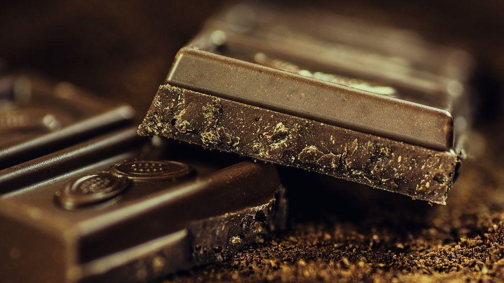 ¿Se puede calmar la tos con chocolate?