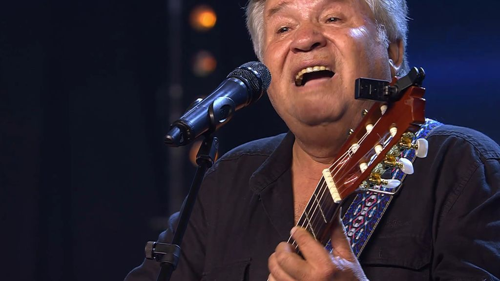 """Mario Carva canta y homenajea en 'Got Talent' a """"los que no están aquí y lucharon por la libertad"""" en Chile"""