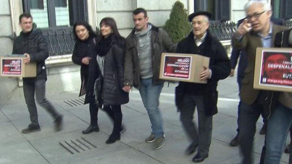 Dos familias reúnen 300.000 firmas para que el Congreso despenalice la eutanasia