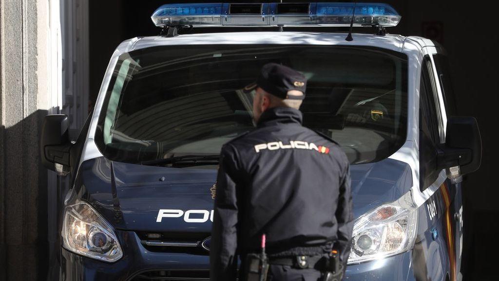 Detenidos un tío y un sobrino en Madrid por atracar y amenazar a jóvenes usando perros de caza de raza peligrosa