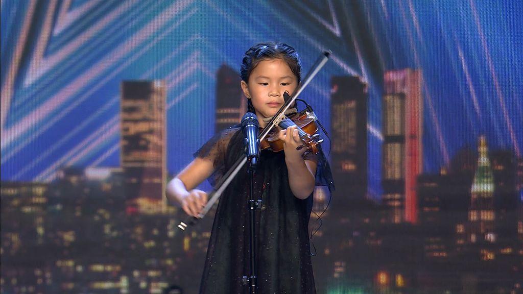 Youlan Lin, niña prodigio del violín, se lleva el pase de oro de Eva