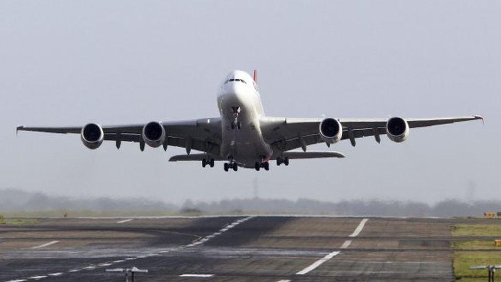 Exige disculpas a una aerolínea por sentarla al lado de una mujer obesa