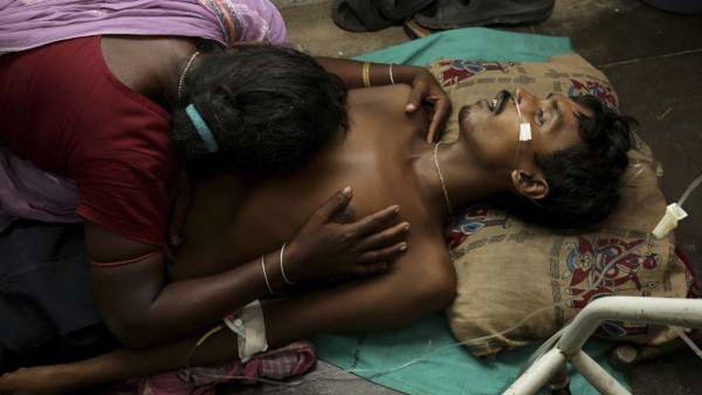 Decenas de muertos tras consumir alcohol adulterado en la India
