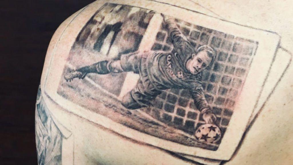 Se tatua a Ter Stegen y la cuenta el Barcelona le responde: