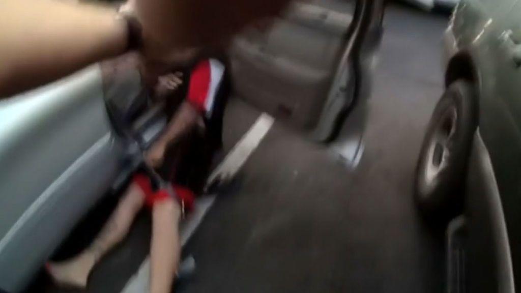 Los métodos de la Policía estadounidense, a golpe de descarga eléctrica delante de sus hijos