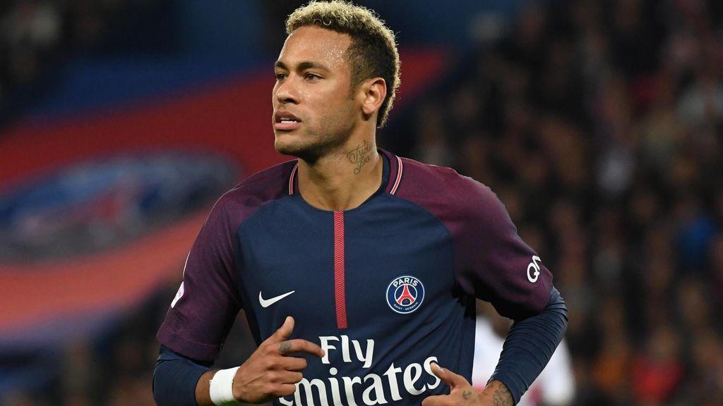 Neymar se 'olvida' de su lesión y  no puede controlarse en la celebración de los goles del PSG al United