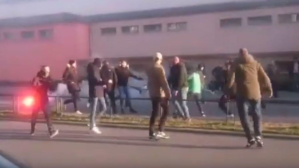 Los ultras del Betis protagonizan una lamentable pelea en las calles de Rennes