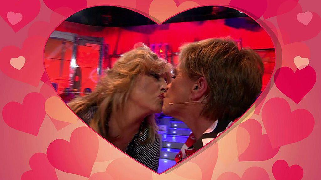Celebramos el amor en 'Sálvame' con la 'kiss cam'