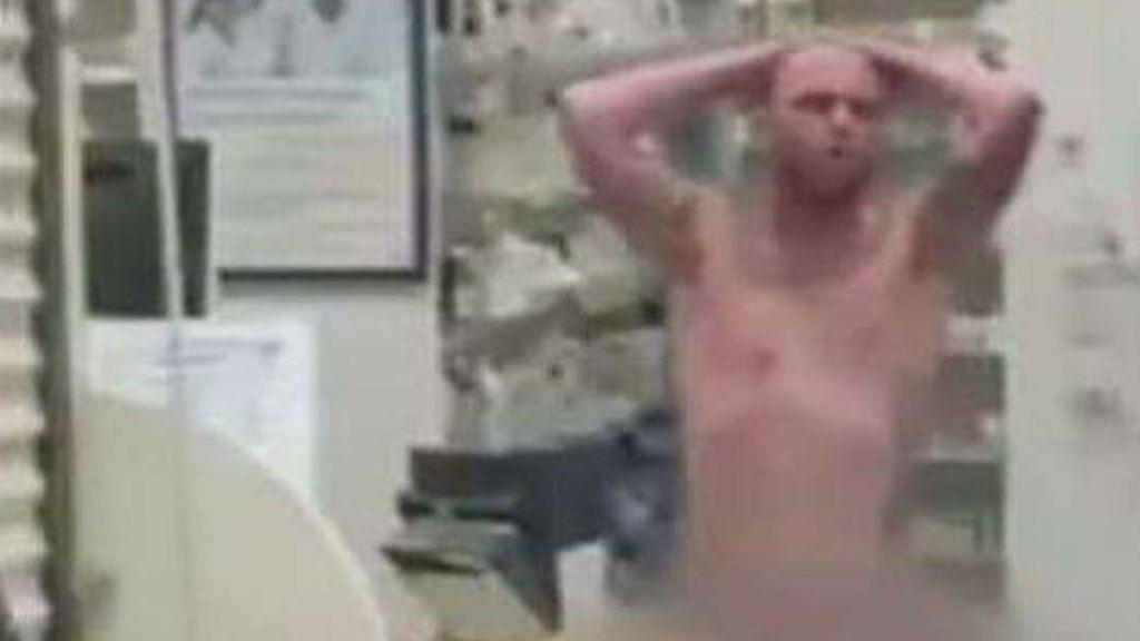 Un hombre desnudo irrumpe en una farmacia de Miami