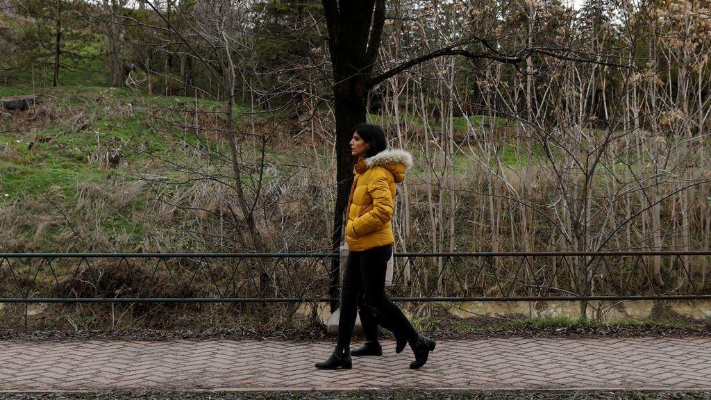 Azam Jangravi y 'las Chicas de la calle Revolución': mujeres que se quitaron el velo para luchar contra su opresión