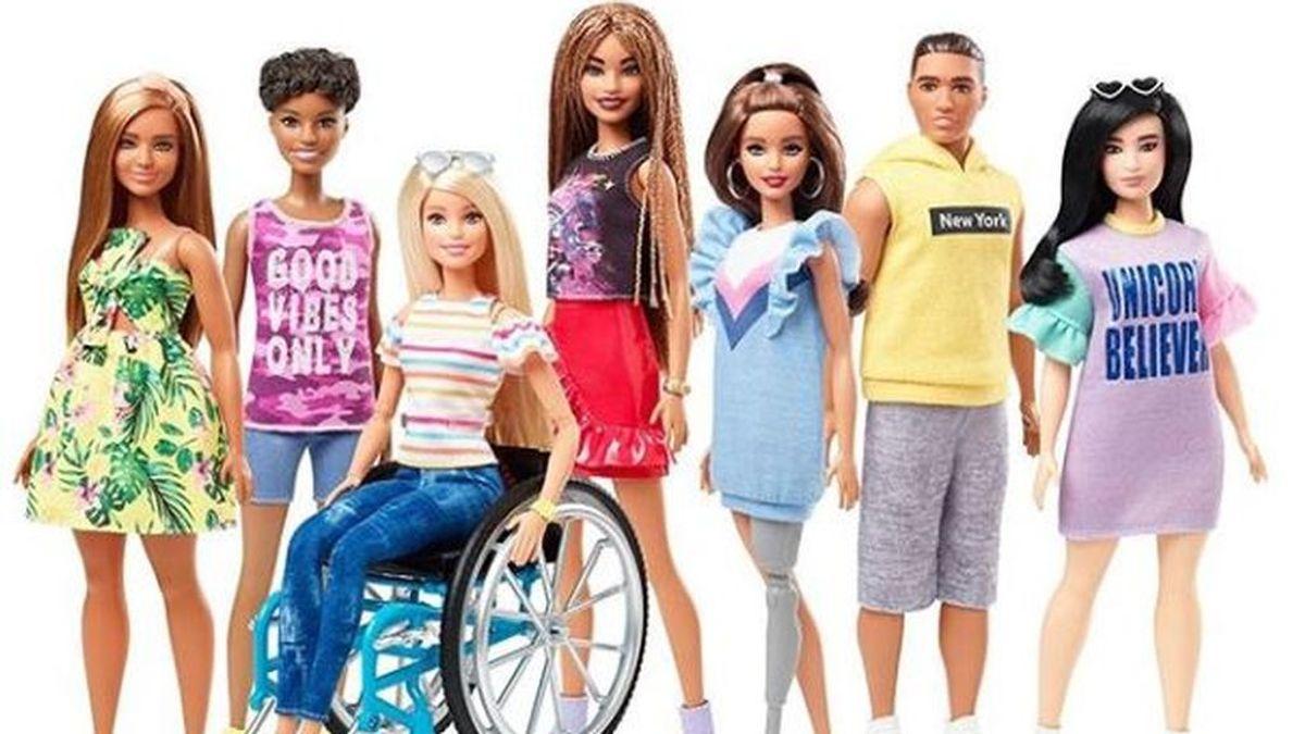 Barbie introduce muñecas en silla de ruedas y con prótesis de pierna