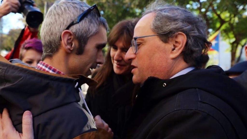 Torra acompaña a Roger Español, el herido más grave del 1-O que perdió un ojo