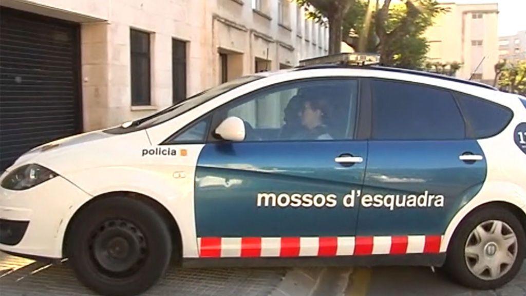 La familia de la madre en prisión por agredir a su bebé en Tarragona acusa al padre de maltrato psicológico