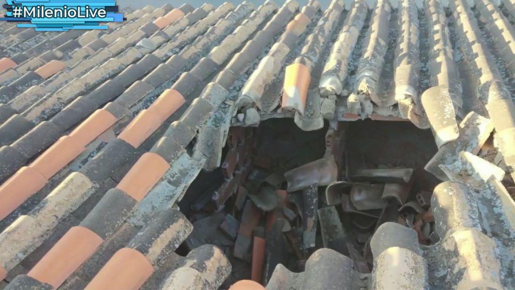 Enigma caído del cielo: El misterioso objeto que destrozó el tejado de una casa en Guadix