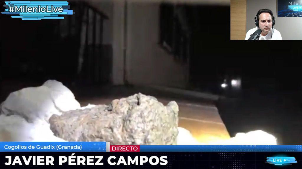 El pueblo de Cogollos de Guadix descubre la extraña piedra que pudo caer del cielo