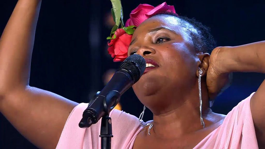 Beauty Fetimi cumple su sueño pero crea pesadillas en el jurado cantando 'Como yo te amo'