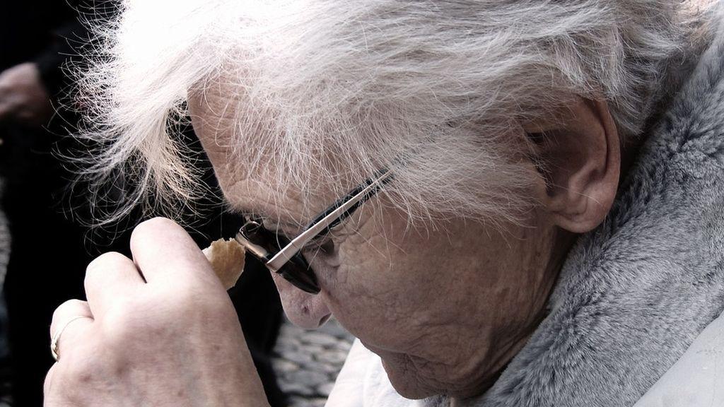 Descubren el motivo por el que disminuye el flujo sanguíneo en las personas con Alzheimer