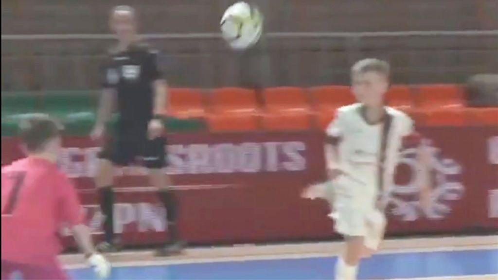 El sutil gol de un niño polaco que firmaría el mismísimo Ricardinho