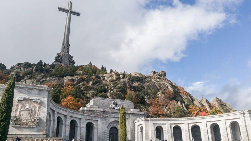 La exhumación de Franco, todavía lejos: el Gobierno necesita autorización de los benedictinos o del Supremo
