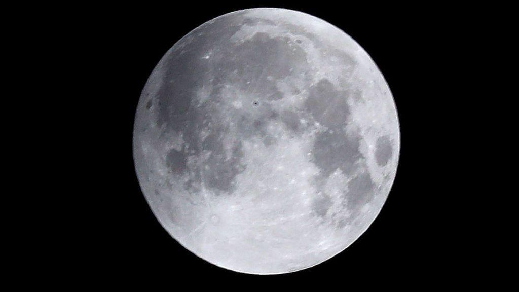 Esta noche brillará la 'Superluna de nieve', la más grande del año