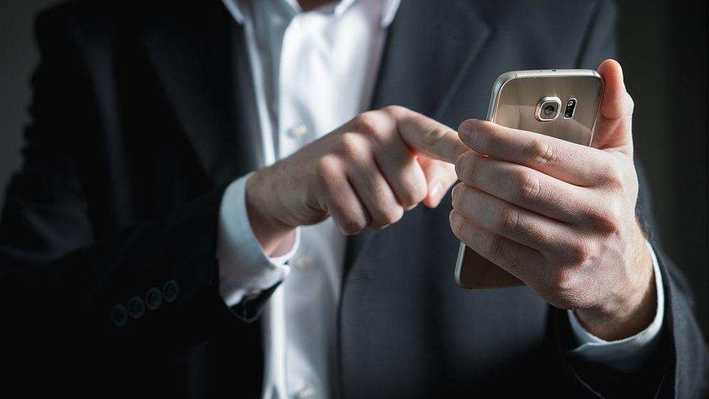 Instala una aplicación en el móvil de su expareja para espiarle fotos íntimas y es detenido