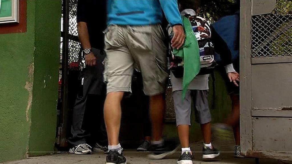 Tres hombres intentan secuestrar a una niña de 12 años a la salida del colegio en Girona
