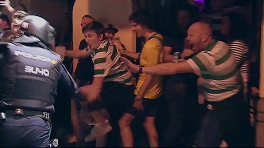 Los 'hooligans' del Celtic destrozan un pub en Valencia y se enfrentan a la Policía
