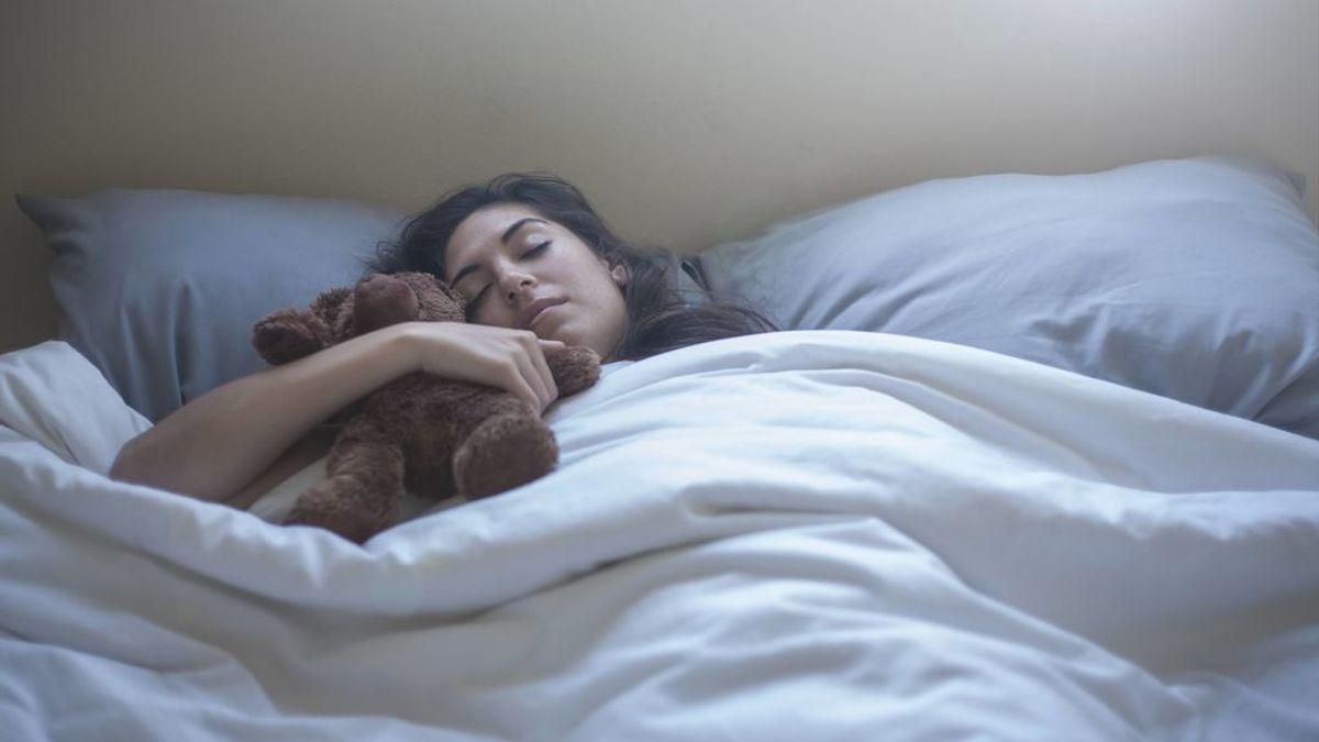 No sé si es malo tener 18 años y dormir aún con mi peluche favorito