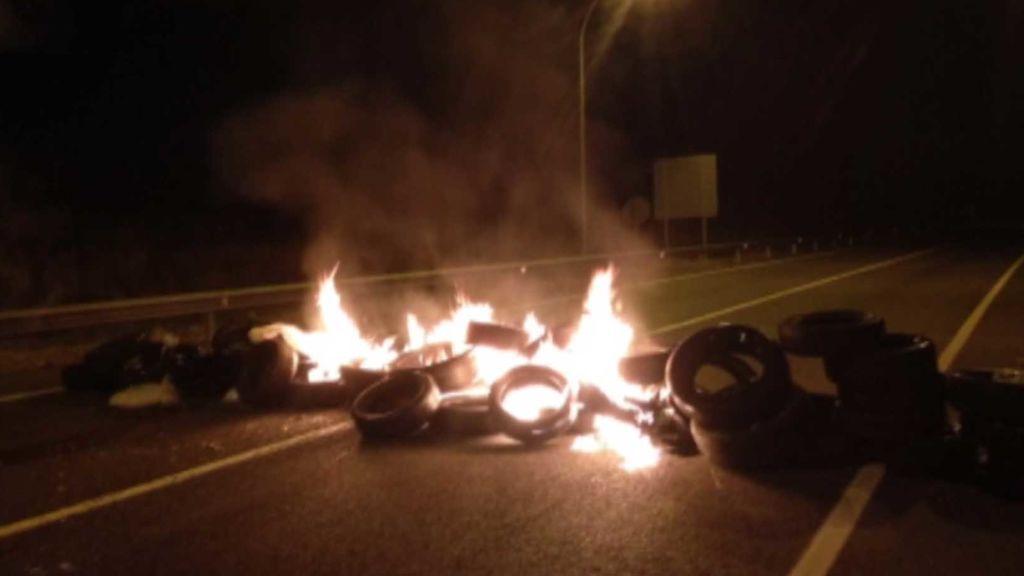 Huelga general en Cataluña: Cortes de carreteras en la AP-7 y AP-2