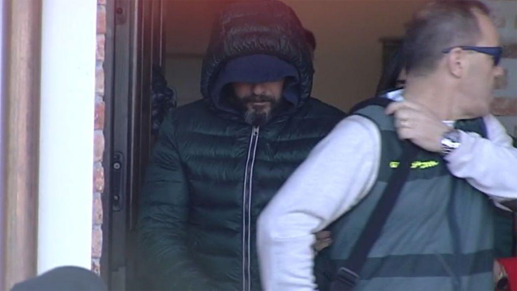 Encuentran un bote de gas pimienta en la vivienda del sicario compatible con el utilizado en el crimen del concejal de Llanes