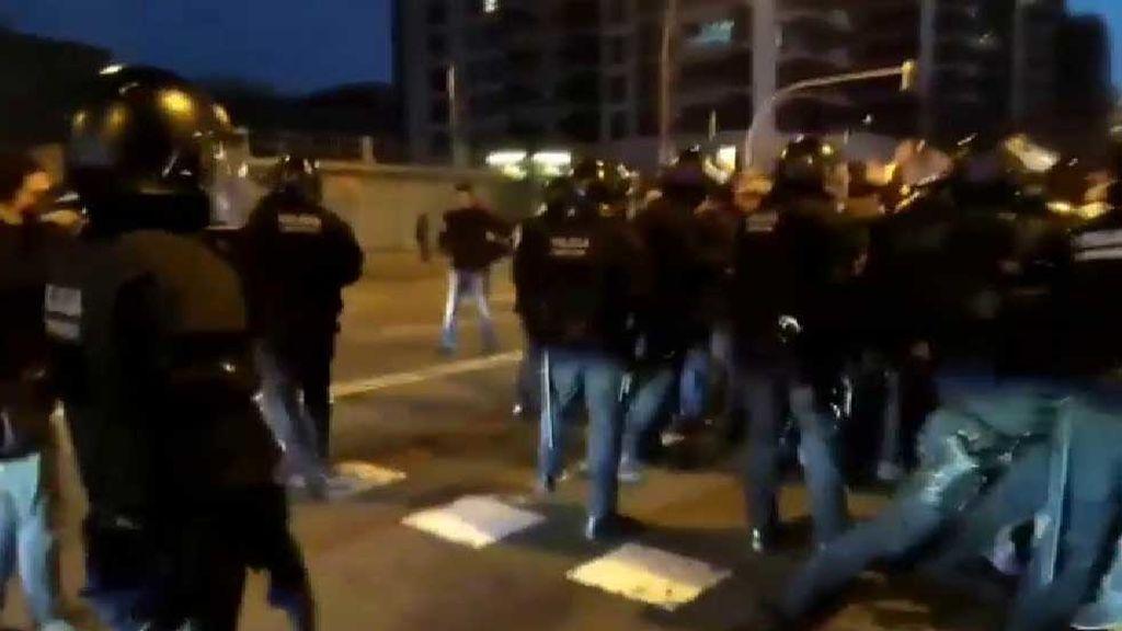 Huelga en Cataluña: Manifestantes cortan la Gran Vía y la Diagonal