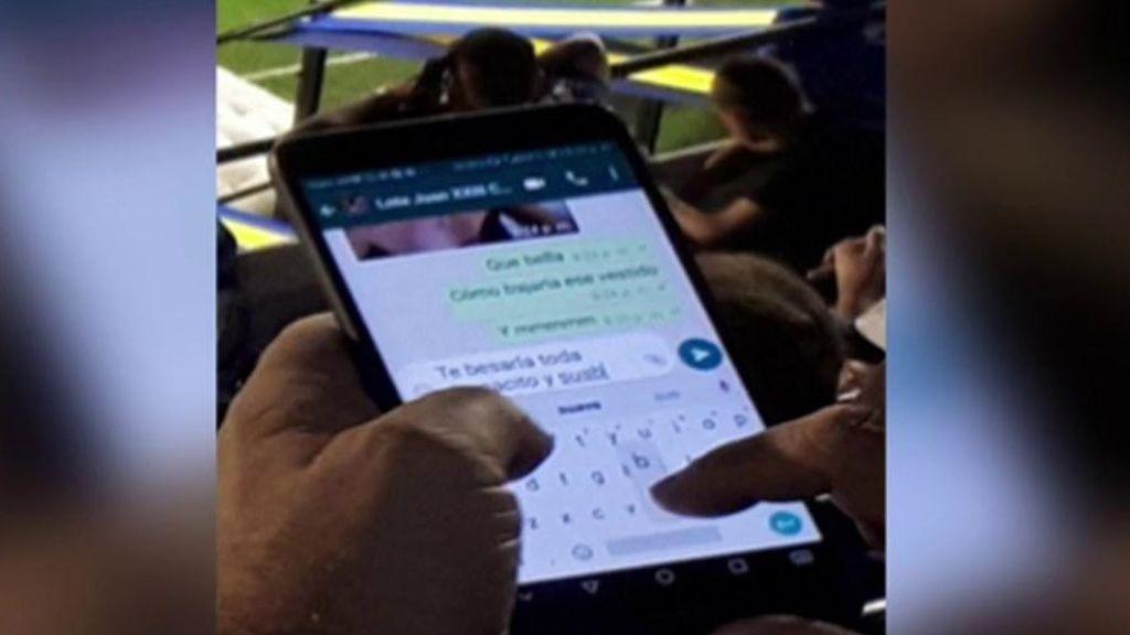 Cazan a un aficionado enviando mensajes subidos de tono por whatsapp durante un partido