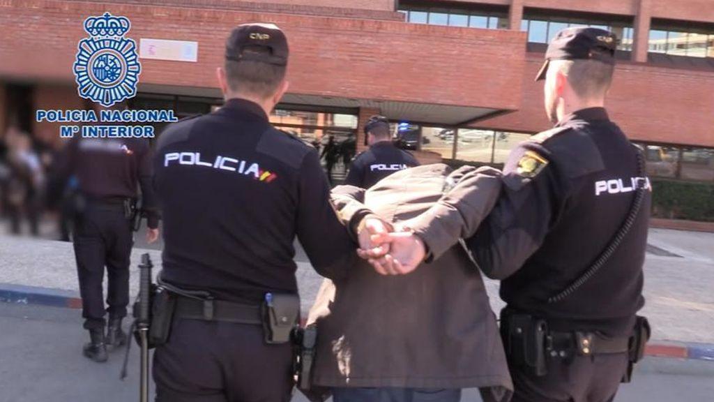 Hallan a una mujer descuartizada en fiambreras en su casa de Madrid y detienen a su hijo